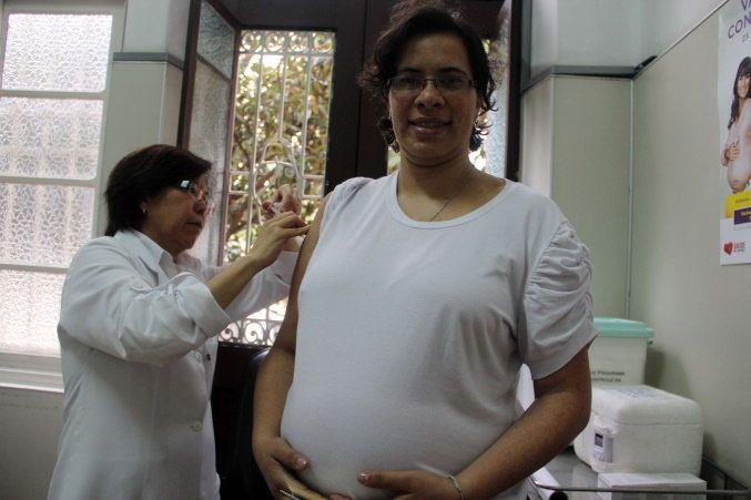 Grávidas e crianças de 6 meses a 5 anos são prioridades na vacina contra gripe - (Foto: Luis Cleber/Estadão Conteúdo - 12.5.2011)