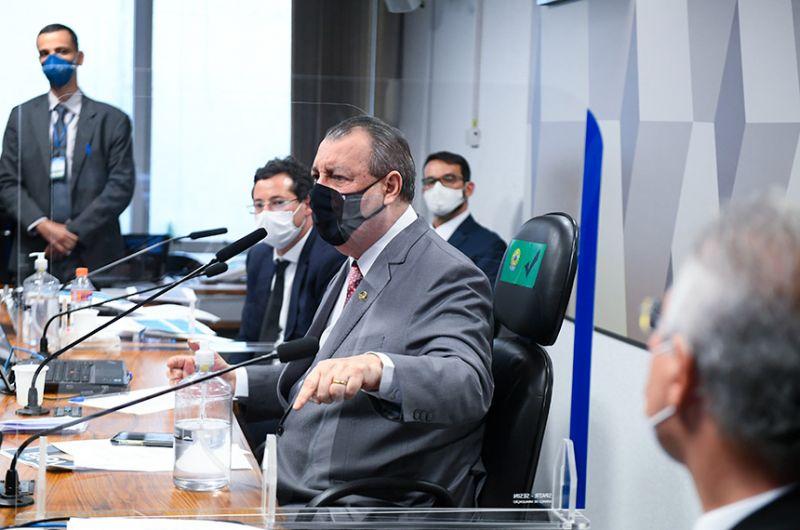 O presidente da CPI da Pandemia, Omar Aziz, após ter negado inicialmente pedidos de prisão de Fabio Wajngarten feitos pelos integrantes da comissão, anunciou o encaminhamento à Procuradoria da República