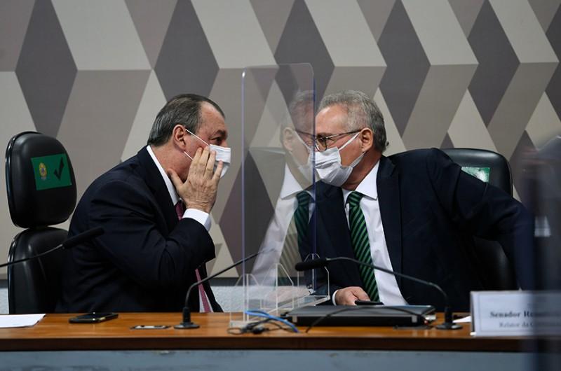 Omar Aziz, presidente, e Renan Calheiros, relator; CPI da Pandemia investiga possíveis irregularidades na compra da vacina Covaxin - Edilson Rodrigues/Agência Senado